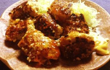 キャベツが止まらぬ。黒酢ニンニク鶏団子の恐るべき食欲増強。