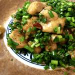 小ネギ好きなら!黒胡椒ニンニクポン酢の鶏もも肉(糖質8.6g)
