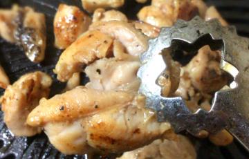 極上家焼肉。1人前200円の大蒜黒ゴマ油の漬け込み鶏もも焼肉で幸福。(糖質制限)