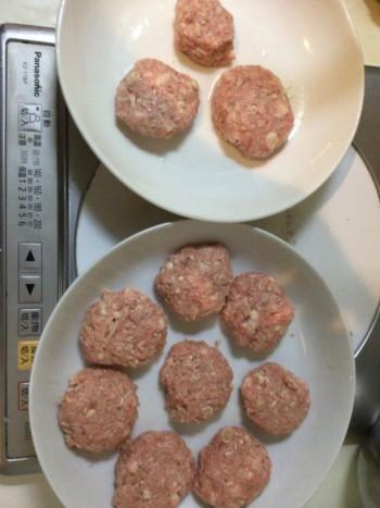 照りと肉汁が旨い皮なし肉シューマイ