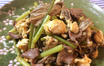 相性文句なし。舞茸と砂肝のゆず胡椒バター炒めがグッと美味。(糖質4.1g)