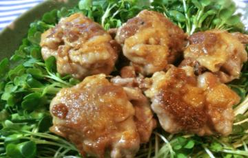 甘酸っぱさ体験。カリカリ黒酢豚こま団子サラダ(糖質8.3g)