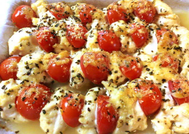 溢れ出る完熟スープ。鶏肉とプチトマトの味噌バジルオーブン(糖質5.8g)