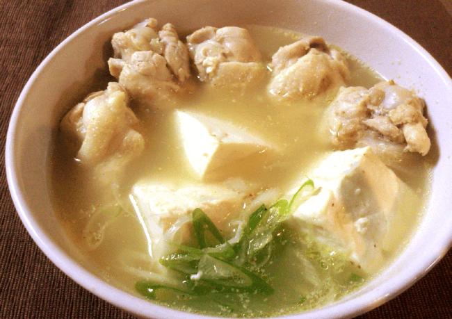 朝からごくり。旨みエキス白濁の濃厚豆腐参鶏湯(糖質6.0g)