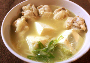 朝から飲みたい。旨みエキスが透き通る濃厚豆腐参鶏湯(糖質7.5g)