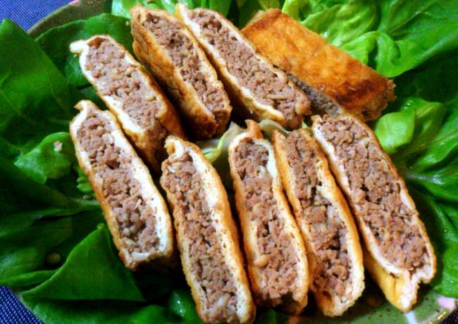 週末の夜のお供に。油揚げ豚肉サンドは酢胡椒がとても美味(糖質7.1g)