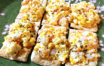 レッツ朝ご飯。お急ぎなら絶品揚げエビたまごパン風(糖質5.5g)