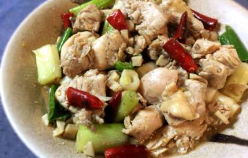 これは美味しい。ほぐし鶏の家常辣子鶏は山椒と唐辛子の最強タッグ(糖質12.7g)