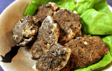 香ばしさモンスター。黒ゴママスタードの鶏胸ピカタ(糖質4.6g)