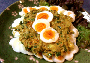 ゆで卵ソロデビュー。卵が主役のアボカド豆板醤のクミンソース(糖質3.3g)