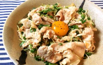主食系ガッツリサラダ。柔豚オイマヨキムチはちょこっと3分。(糖質5.9g)