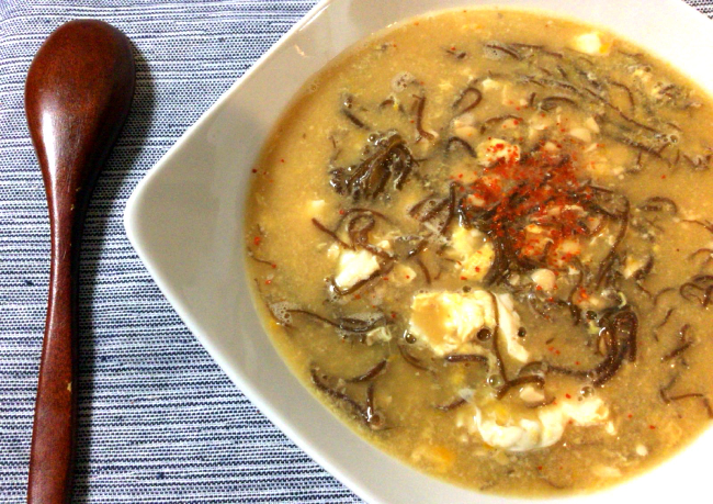お疲れ時は絶品3分。雑炊風モズク納豆の生姜卵スープ。(糖質4.9g)