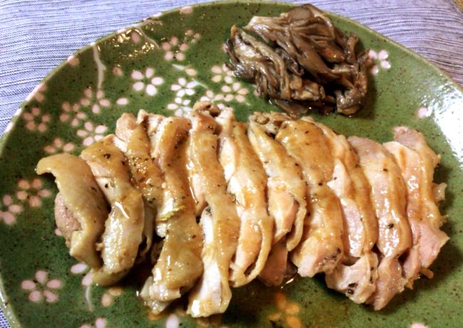 お店の柔らか旨さ。絶品バルサミコ風バジル鶏タリアータ。(糖質3.5g)