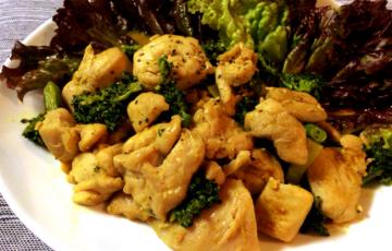 抜群の異国感。鶏ももバターのカレーオイスター炒め。(糖質3.8g)