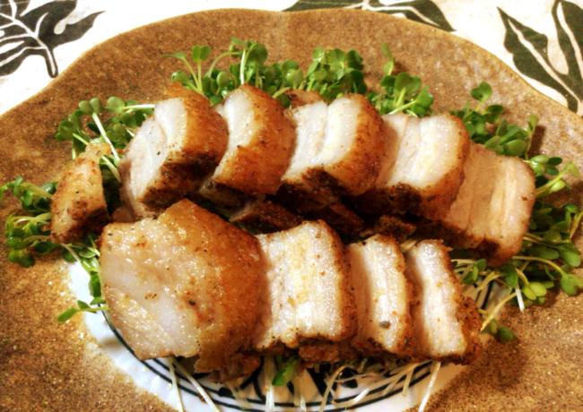 カリカリを食らう快感。香味岩塩のクリスピーポーク。(糖質1.5g)