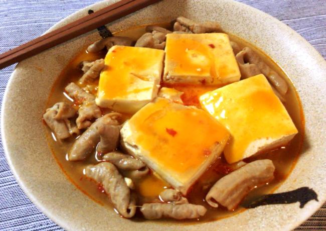 冬はこれ。沁み豆腐のくったくた豆板醤ホルモン煮込み。(糖質4.6g)