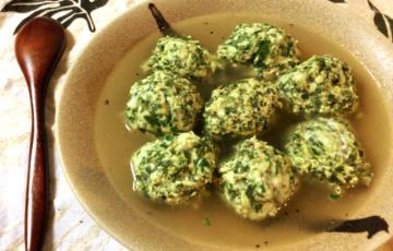 風邪ひいてない?白湯塩バターのほうれん鶏つみれスープ。(糖質7.7g)