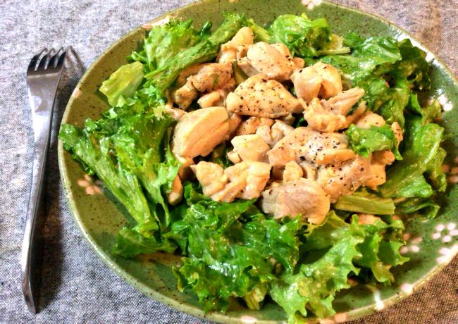 抜群のテイスト。絶品焦がしマヨグリーンカレーチキンサラダ。(糖質3.5g)