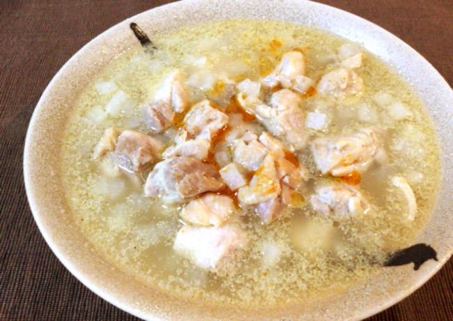 これぞ灼旨。沁みこむ柔らかチキンの胡麻白湯大根雑炊。(糖質4.3g)