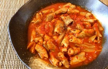 快感の甘辛さ。柔らかホルモンのトマトキムチコンソメ煮(糖質4.9g)
