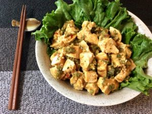 納得の柔らかさ。マリネ風鶏むねのオクラ辛味噌バジル(糖質4.3g)