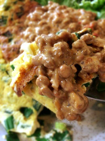 丸ごと1束。小葱チーズ豆腐オムレツの豆板醤マヨ納豆タレ(糖質4.9g)