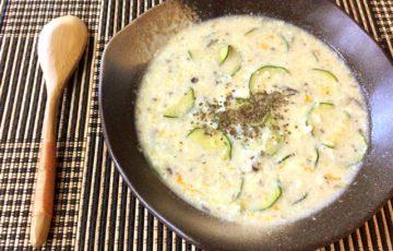 濃厚おかず系。味噌バジルチーズの音速ズッキーニたまご粥(糖質9.6g)