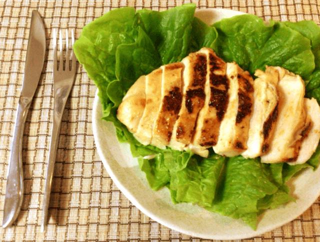 ピリリと最高。グリーンカレー塩麹の肉厚鶏むねステーキ(糖質5.1g)