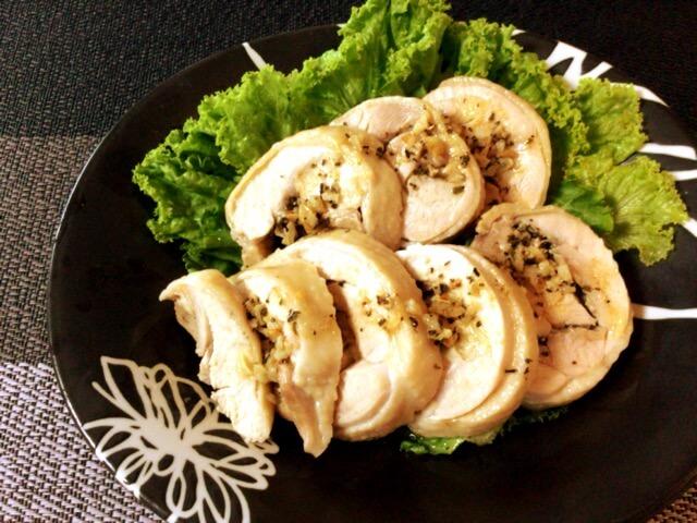 香り&肉汁ボム。茹で鶏もものガリバタぽん酢バジルロール(糖質1.3g)