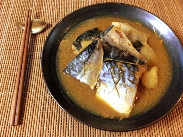 旨さと簡便さ。脂トロ炊飯サバグリーンカレー味噌煮(糖質6.6g)