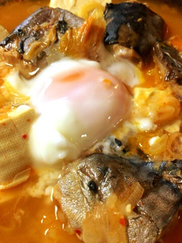 準備最楽のサバ水煮キムチコンソメ葱豆腐鍋