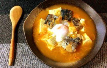 甘深い味わい。準備最楽のサバ水煮キムチコンソメ葱豆腐鍋(糖質8.5g)