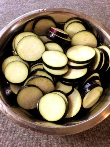 焦がしマヨカレークミンの茄子たま香味炒め