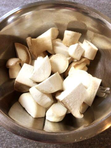 サイコロエリンギの大蒜バジルおつまみ