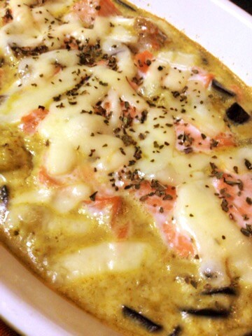 濃厚味噌カレーの茄子シャケマヨグラタン