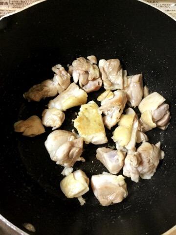 喉鳴る本格バジル味噌バタースープカレー