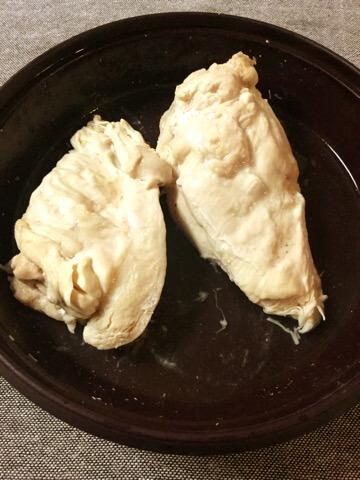 しっとり肉汁の山盛り担々麺風チキンサラダ