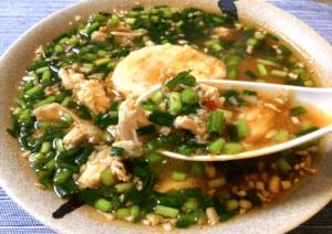 落とし卵最高。辛さと旨さの豆板醤チキン小ネギ雑炊(糖質7.4g)