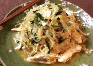 大皿で召し上がれ。ほぐし鶏の濃旨カレーチキンパッタイ。(糖質6.4g)