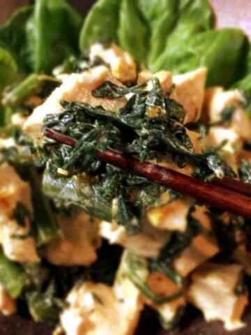 カレーマヨクリチの春菊チキンサラダ