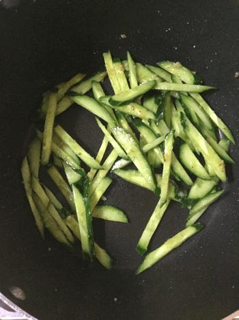大蒜トマト塩麴の柔らか鶏胡瓜炒め