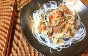 食欲急発進。梅味噌おろしの鉄板サバ水煮オニオンサラダ(糖質7.5g)