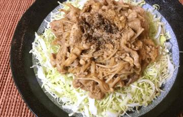 キャベツの親友。豚こまキノコのトロトロカレー生姜焼き(糖質5.4g)