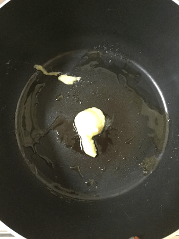 タバスコ薫る柔らか砂肝の大蒜五味炒め