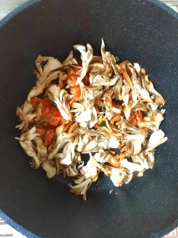舞茸チーズの洋風キムチバジル厚揚げ煮