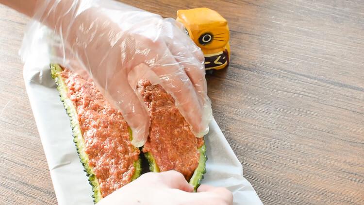 溢れる肉汁を楽しんで!丸ごとゴーヤのカレーチーズバーグ(糖質2.1g)