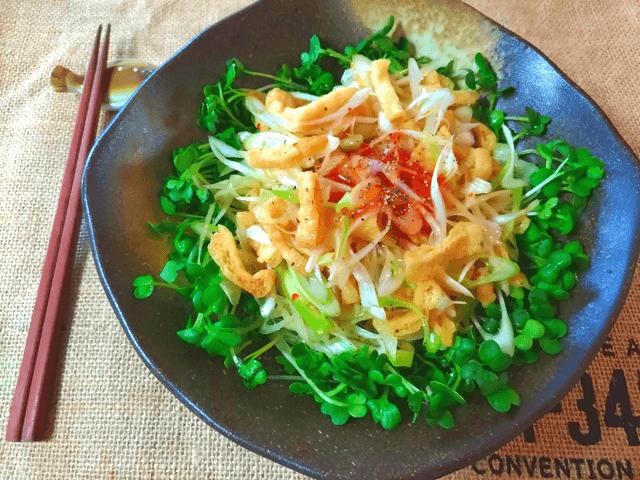 カリカリ快感。甘ピリスイチリ黒胡椒の油揚げ中華葱サラダ(糖質3.4g)