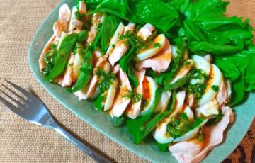 香りに幸福。バジル全開味噌ガーリックの鶏たま香味サラダ(糖質4.4g)