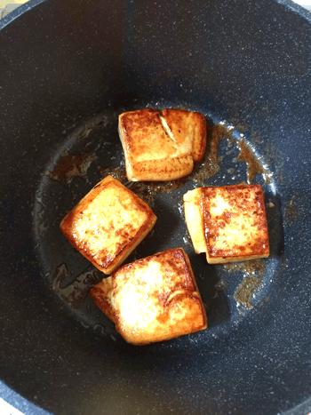 胡麻バターガーリックの和風味噌豆腐ステーキ
