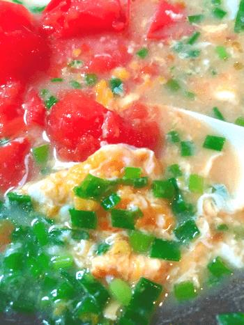 朝に最高丸ごとトマトの葱たま生姜味噌汁